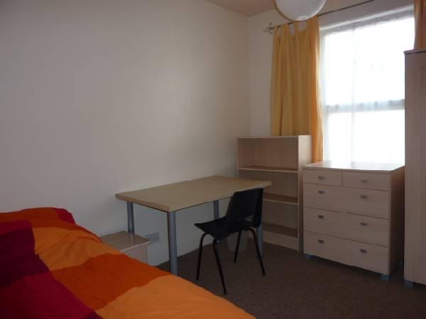 57694_100588_Bedroom 5