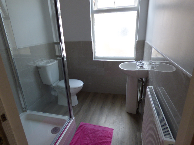 57694_573753_Shower Room