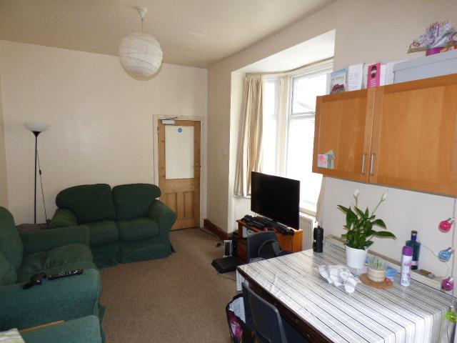 57694_603302_Living Room